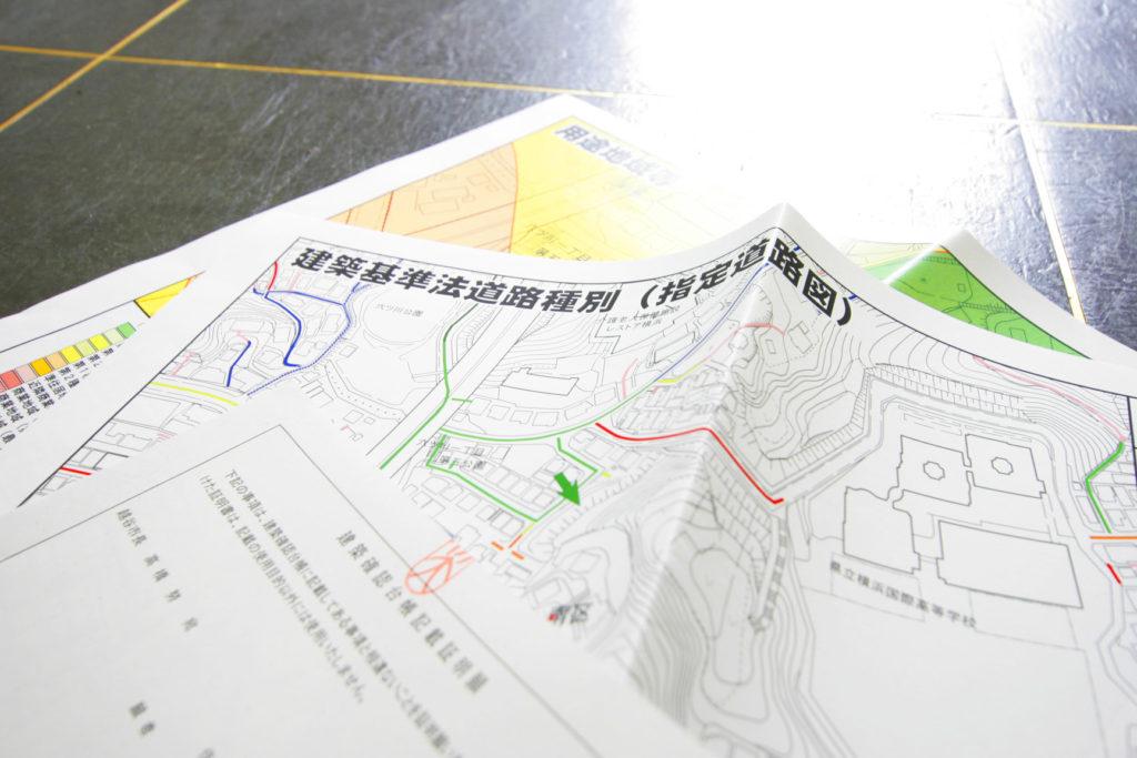 用途地域図、指定道路図、台帳記載証明